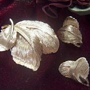 Vintage signed Valenza Demi Golden Toned Triple Leaf Pin Brooch & Clip Earrings