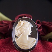 SALE Vintage Old Plastic Cream Cameo on Black Brooch Pin