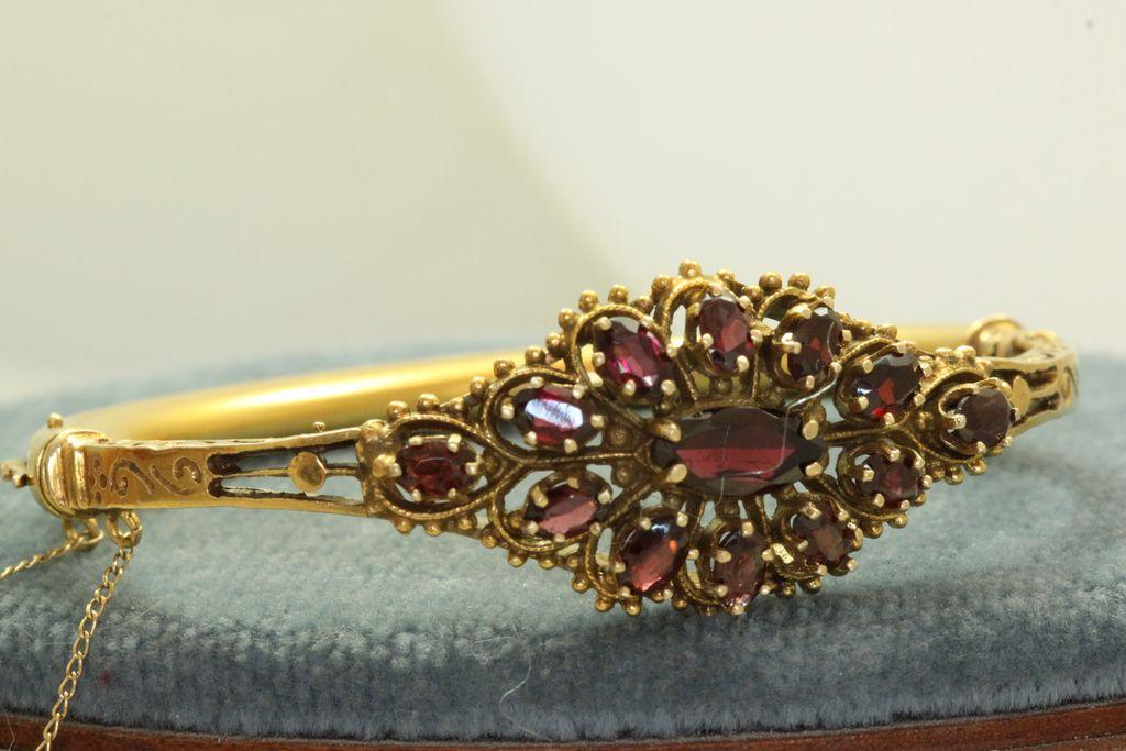 Estate 14K 5 Carat Garnet Bangle Bracelet