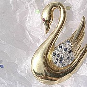 14kt Yellow Gold Multi Sapphire/Diamond Swan Brooch