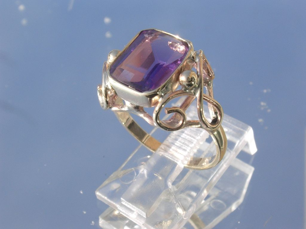 9kt Yellow Gold Lilac Purple Square Amethyst Ladies Ring