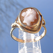 9kt Yellow Gold Shell Cameo Side Profile of Young Lady