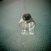 10kt Yellow Gold Vintage Oval Garnet Ladies Ring