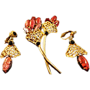 REDUCED VINTAGE Unique Confetti Lucite Brooch and earring set in gold tone