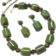 SALE VINTAGE Green marbleized bakelite necklace and earring set with gold tone roses