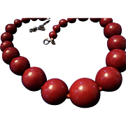 SALE VINTAGE Huge chunky lucite bead necklace in graduating deep red