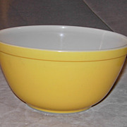 Pyrex 1 ½ Quart Yellow Mixing Bowl