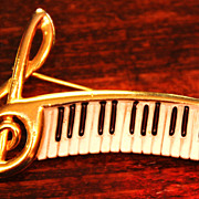 SALE Musical Note Piano Brooch Pin Goldtone Raised Dimensional