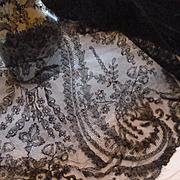 Rare 19th C. hand made grenardine silk Chantilly bobbin lace shawl :  Paisley :  cachemire bot