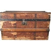 """Lithographed Hump Back Doll Trunk with Tray - Large 18"""" Size"""