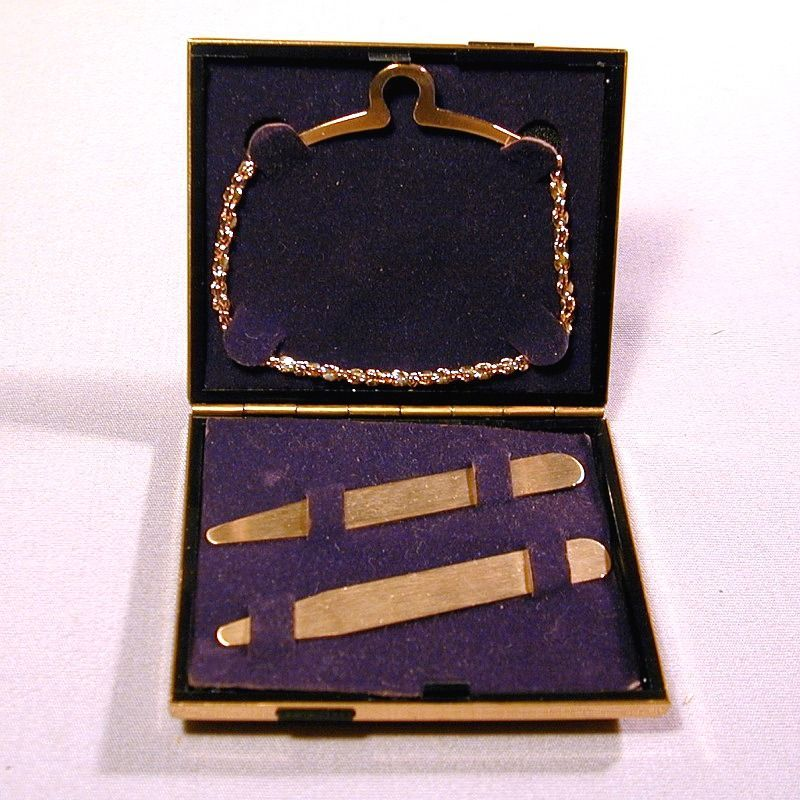 SOLD - Stratton England Mens Enamel Case w/ Collar Stays & Tie Chain