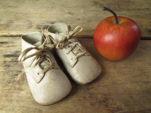 Charming and Simple Vintage Infant Baby Child's White Leather Shoes