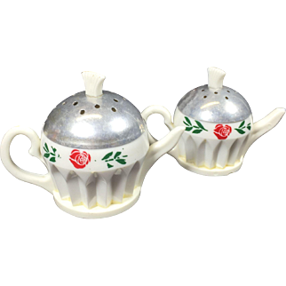 Retro Plastic & Aluminum Tea Pot Salt & Pepper Shakers