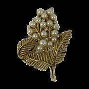 Vintage Trifari Gold Tone Flower Pin w/ Faux Pearls