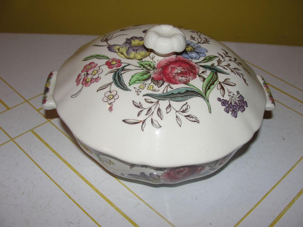 "Spode ""Gainsborough (Marlborough) Small Round Covered Bowl"