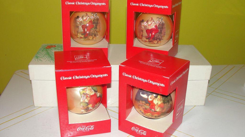 Coke Santa Christmas Ornaments in Box - b41
