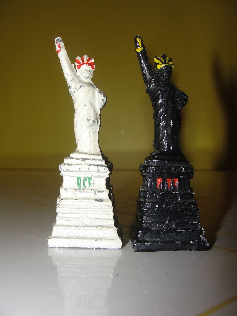 Black and white Metal Statue of Liberty Salt and Pepper Shakers - b34