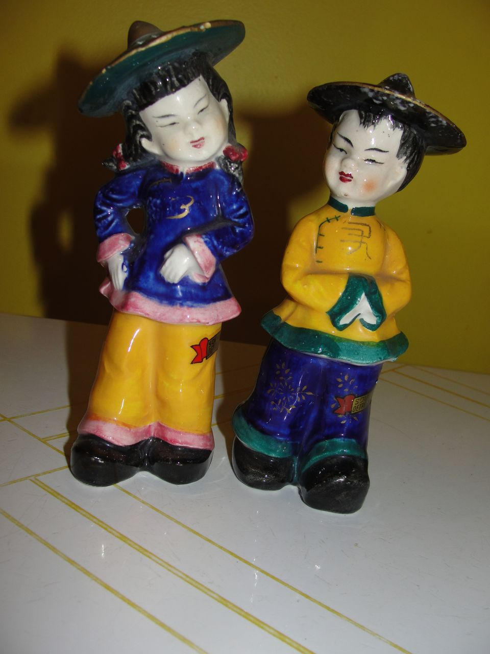 Asian Boy and Girl in Coolie hats Salt and Pepper shakers - b38