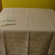 Border of Leaves Tablecloth and Napkins - b131
