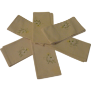 Daisies Tell Emroidered Napkins - L2