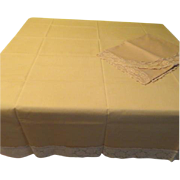 Strike it Gold Lace Trimmed Tablecloth - L4