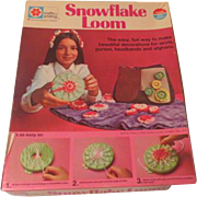 Flower Power Crafts by Whiting Snowflake Loom Kit - b191