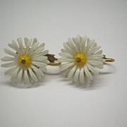 Hong Kong White Plastic Daisy 1950s Clip Earrings