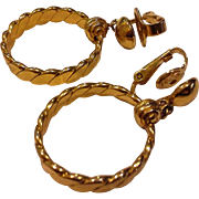 Crown Trifari Gold Tone Twisted Hoop Dangle Clip Earrings