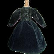 Lovely Vintage Black Velvet Fashion Gown