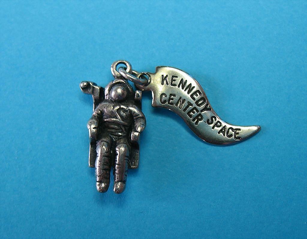 vintage astronaut charm - photo #14