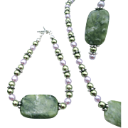Polished Green Focal Stone With Simulated Pearls, Necklace, Earrings, Bracelet Set