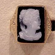Lady's Onyx Cameo Ring - Slightly Post- Victorian Era - 14KG - Size 9