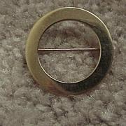 "Circular Brooch - ""O-Shaped"" - 14KG - Plain & Elegant  - 1950's"