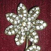 Sparkling Vintage Hollycraft Rhinestone Flower Pin