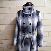 SALE Calvin Klein Gray & Off White Short Shadow Plaid Wool Blend Coat With Box Pleats..Size 8