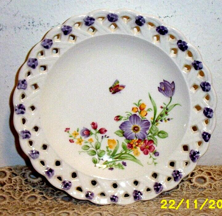 Lilac Whispers Lattice Edged Dessert Dishes [Set/4]  With A Floral Spray