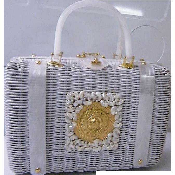 Stylecraft White Wicker Box Handbag With Goldtone & Sea Shell Medallion..Excellent Condition!