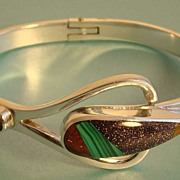 Mexican Sterling Silver Bracelet with Malachite Stone and Under Hinge Design – Signed TJ-63