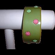 1960's  mOd BAKELITE Bangle Bracelet w/ Plastic Flower Insets