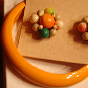 SALE Cool Lucite and Wood Bracelet and Flower Earring Set Japan KY Estate