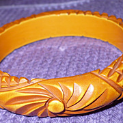 Vintage Bakelite Overdye Carved Bracelet