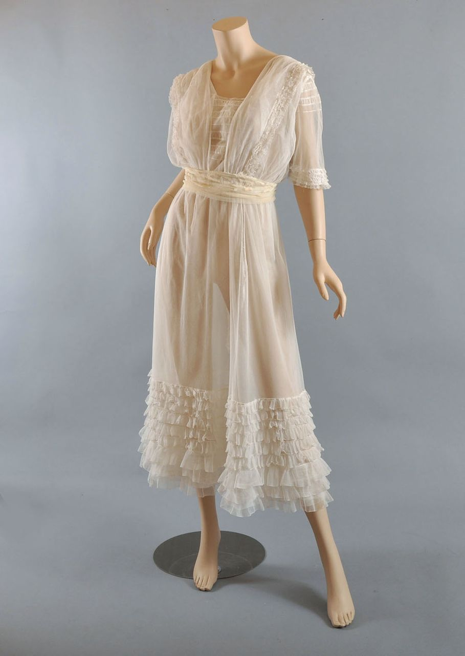 Victorian Furniture For Sale >> c 1910 Edwardian Tiered Net Lace Tea Dress Gown from