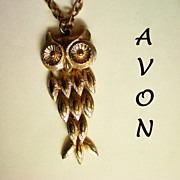 SALE Avon Owl Pendant - Gold tone Articulated