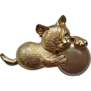 Richelieu Cat Pin with Simulated Mabe Pearl