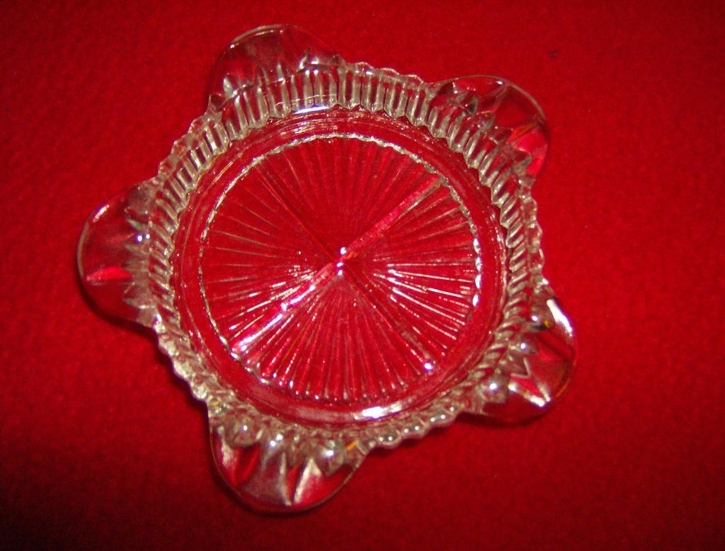 Anchor Hocking Queen Mary Crystal Round Ashtray