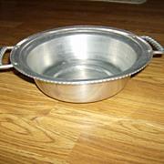 Buenilum Aluminum Bowl with Twisted Handles