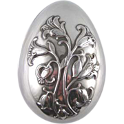 Wallace 1977 Silver Plate 2 Piece  Egg Box with Easter Lilies