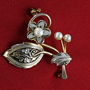 Vintage Damascene Faux Pearls and Gold Inlay Flower Brooch Pin