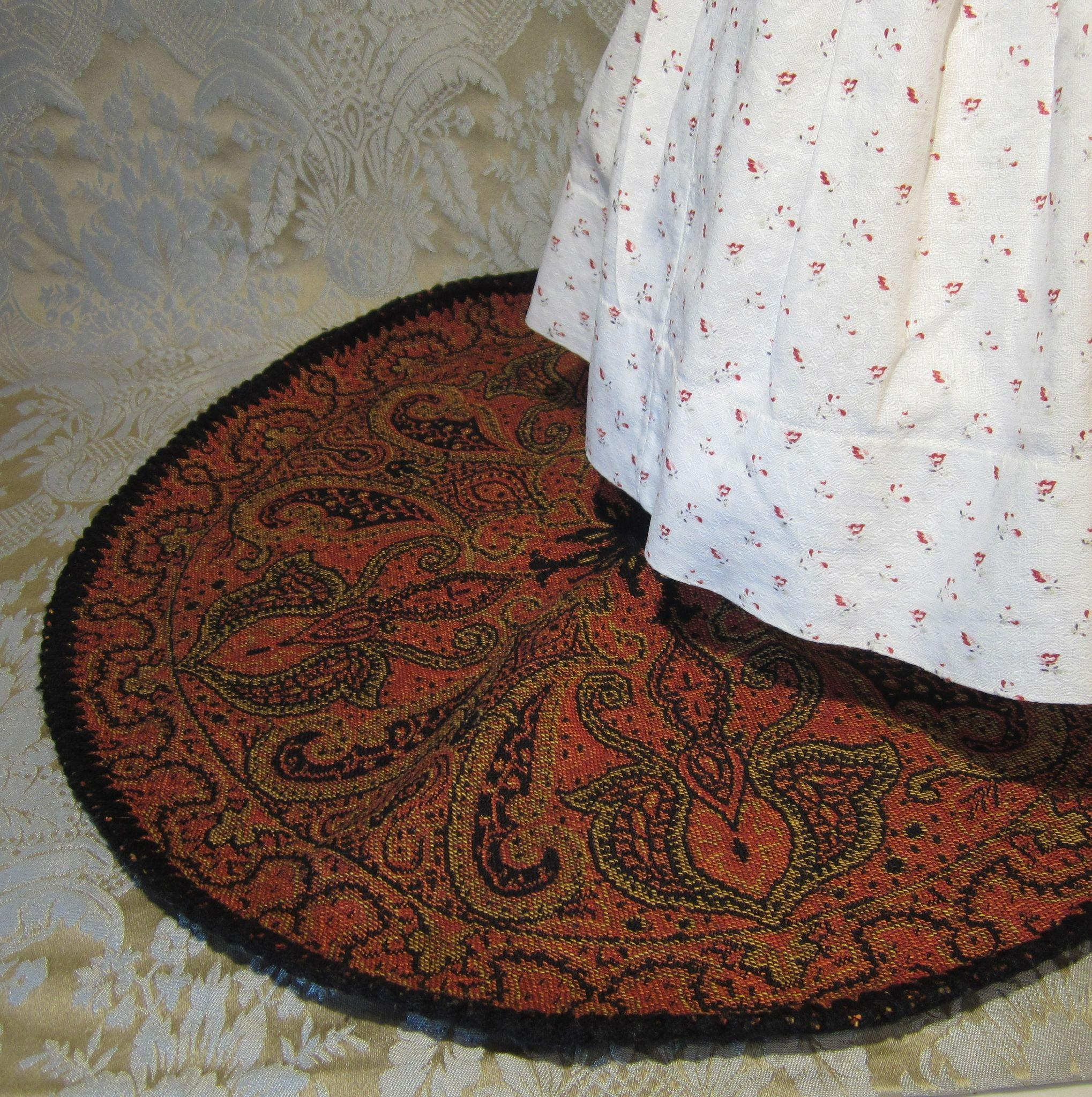 Vintage Circular Rug: Round Vintage Paisley Rug For Your Doll Display