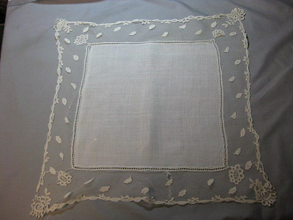 1281 Antique lace Wedding Hankie Handkerchief English HONITON BRIDAL